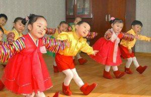 خلفيات بنات كوريا 2 450x290 1 300x193 خلفيات ورمزيات وصور اطفال صغار جميلة جدا