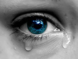 صور دمعة 1 450x338 300x225 صور دموع عيون تبكي ورمزيات عيون حزينة للواتساب