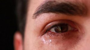 صور دمعة 2 450x253 300x169 صور دموع عيون تبكي ورمزيات عيون حزينة للواتساب