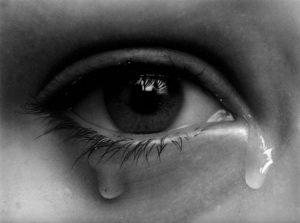 صور دمعة 3 450x335 300x223 صور دموع عيون تبكي ورمزيات عيون حزينة للواتساب