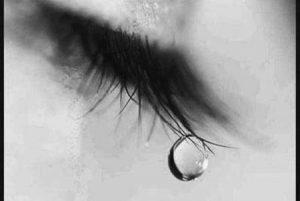 صور عين تبكي 1 450x302 300x201 صور دموع عيون تبكي ورمزيات عيون حزينة للواتساب