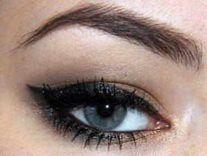 صور عيون سوداء 2 450x339 300x226 صور رمزيات للبنات اجمل العيون السوداء للموبايل