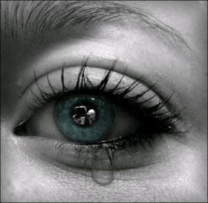 عيون باللون الازرق 1 1 300x292 صور رمزيات عيون باللون الازرق وخلفيات وصور عيون زرقاء