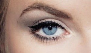 عيون باللون الازرق 3 300x174 صور رمزيات عيون باللون الازرق وخلفيات وصور عيون زرقاء