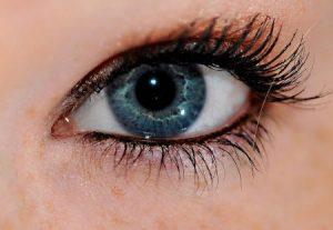 عيون زرقاء 2 450x310 300x207 صور رمزيات عيون باللون الازرق وخلفيات وصور عيون زرقاء