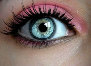 عيون زرقاء 3 450x329 300x219 صور رمزيات عيون باللون الازرق وخلفيات وصور عيون زرقاء