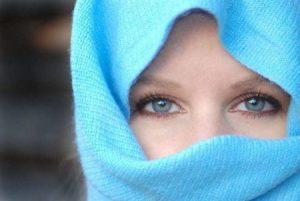 عيون 2 450x301 300x201 صور رمزيات عيون باللون الازرق وخلفيات وصور عيون زرقاء