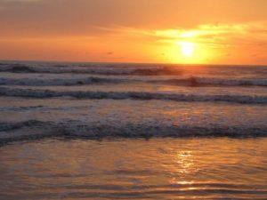 غروب الشمس علي البحر 2 450x338 300x225 صور لغروب الشمس على الشواطئ والمياه والبحار