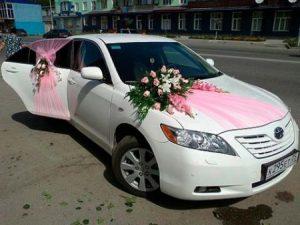 -سيارات-الزفاف-اشكال-تزيين-سيارات-العريس-في-الفرح-2-450x338-300x225 صور تزيين السيارات , تشكيلة سيارات مغطاه بالزينة
