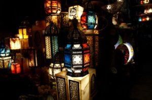 تزيين لشهر رمضان 2 450x295 300x197 اجمل اشكال زينة شهر رمضان وخلفيات رمضان كريم