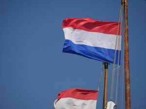 خلفيات علم هولندا 3 450x338 300x225 صور علم هولندا , خلفيات متنوعة للعلم الهولندي