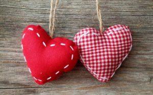 خلفيات ورمزيات قلوب حلوة وجميلة 1 450x281 300x187 رمزيات صور قلوب حب جميلة حمراء خلفيات قلوب رومانسية