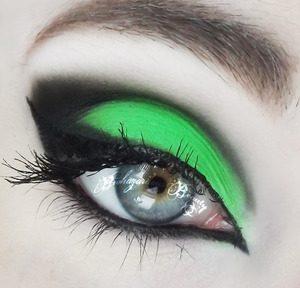 رمزيات وخلفيات عين خضراء 1 300x288 صور وخلفيات ورمزيات عيون خضراء جذابة