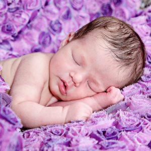 صور اطفال مواليد نائمة 2 450x450 300x300 صور بيبهات جديدة وخلفيات روعة للاطفال رمزيات اطفال للموبايل