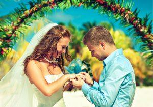 -عريس-وعروسه-يوم-الزفاف-6-300x210 اجمل صور زفاف عروسة وعريس رومانسية جديدة روعة, عريس وعروسة ببدلة الفرح حلوة