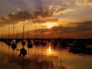 صور غروب الشمس علي البحار 2 450x338 300x225 صور لغروب الشمس على الشواطئ والمياه والبحار