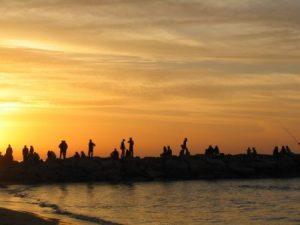 غروب 2 450x338 300x225 صور لغروب الشمس على الشواطئ والمياه والبحار