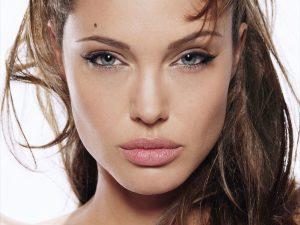 7c41faee0f0e6a8dc4c3a34fac40de4b-300x225 صور جديدة انجلينا جولى, صور النجمة انجلينا جولى , Photos Angelina Jolie