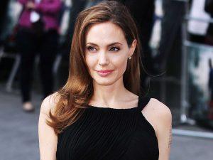 bmeZZzb-300x225 صور جديدة انجلينا جولى, صور النجمة انجلينا جولى , Photos Angelina Jolie