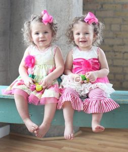 cute-baby-clothes-for-twin-girls-253x300 صور اطفال ملائكه, صغار صور اطفال توائم, Babes photo