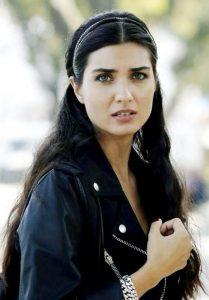 fc8008c4dd87420962ea594e6e7f078f-kara-para-ask-turkish-actors-209x300 صور لميس جميلة, طلات لميس الممثله التركيه