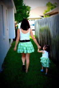 large_Mother_and_Daughter_Mini_Me_5-200x300 صور ام وابنها في قمة الروعة, صور امهات للواتس اب والبلاك بيري والجوال والمنتديات