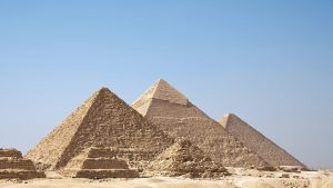 maxresdefault-1-48-300x169 صور عجائب الدنيا السبع , اهرامات الجيزة احد عجائب الدنيا السبعة جميلة جدا اهرامات مصر