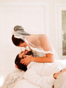 wedding_pictures_5-225x300 اجمل صور زفاف عروسة وعريس رومانسية جديدة روعة, عريس وعروسة ببدلة الفرح حلوة