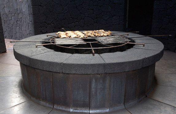 موقد الطعام الرئيس1 مطعم يشوي طعامه على بركان نشط