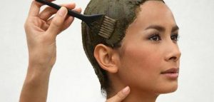 طريقة إزالة لون الحناء من الشعر 1 300x143 اللون الاشقر للحنة