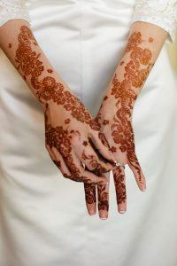 1-16-200x300 حناء اماراتي في يوم زفافك