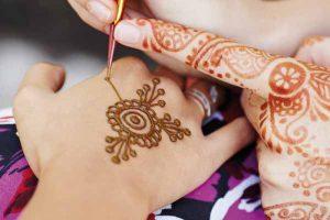 2-15-300x200 حناء اماراتي في يوم زفافك