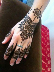 2-19-225x300 حناء اماراتي في يوم زفافك