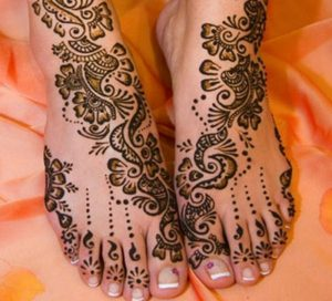 3 30 300x272 اكتشفي بالصور أجمل نقش حناء هندي