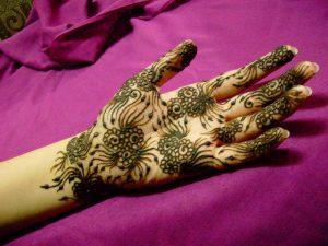 5-13-300x225 أجمل نقوش حناء اماراتي في يوم زفافك!