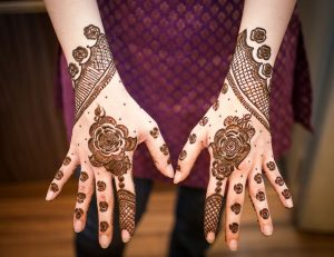 6 7 300x231 تميزي في زفافك بأجمل اشكال حنة سودانية