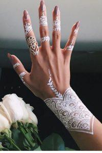 61a40eeab7f19f54a0b868be0bb69ccaef585dd5-200x300 اخترنا لك احلا رسومات حنة للعروس