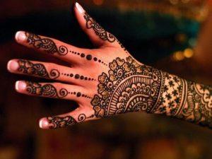 66 300x225 اكتشفي بالصور أجمل نقش حناء هندي