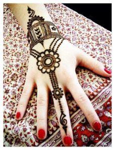 fc275000960ae5edac5461f96440e3ff61b33636 2 229x300 لمسة ناعمة للعروس مع رسومات حنة بسيطة